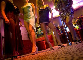 FEMMES, QUITTEZ LA PROSTITUTION!/ WOMEN, LEAVE PROSTITUTION!